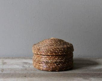 Vintage lidded pine needle basket | lidded storage basket