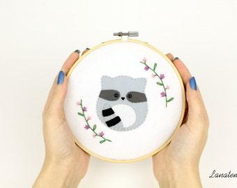 Embroidery felt hoop, racoon house decoration, room ornament, hanging hoop, felt animal, felt embroidery art, embroidery hoop wall art