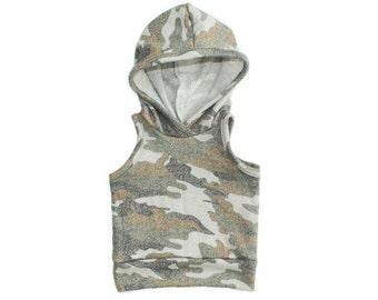sleeveless hoodie in heathered camo