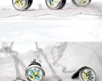 Birthday gift jewelry for mom Blue flower locket necklace Keepsake gift for best friend Memory jewelry for girlfriend Pretty jewelry wife