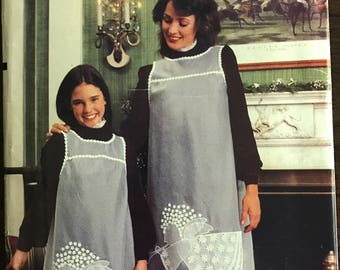 Vogue 8507 - 1980s Yoked Girls and Womans Apron with Angel Applique - Size Girl 7 8 10 12 14 Woman 8 10 12 14 16
