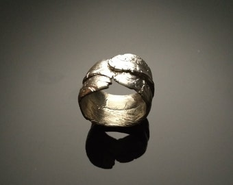 Surprising silver ring, I always discover something new...