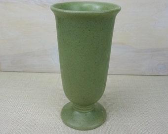 Haegar Pottery Vase // Mid Century Sage Green Vase // Vintage Flower Vase // Home Decor
