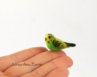Felted budgerigar, Green budgie needle felted miniature,  miniature birds, tiny birds, needle felted bird, birds for doll house, tiny parrot