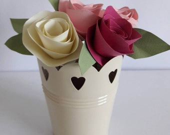 Mixed rose cream flower pot