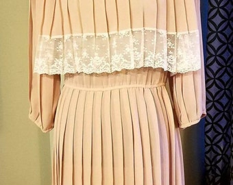 1980's Pleated Accordion Dress with Lace Detail. Size 8