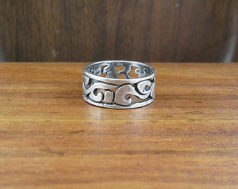 SALE - 925 Sterling Rustic Swirl Ring - Size 8.75