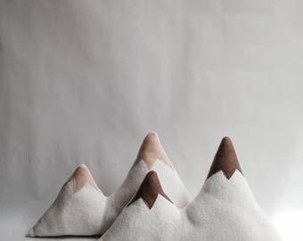 Cushion mountain music box / Brown