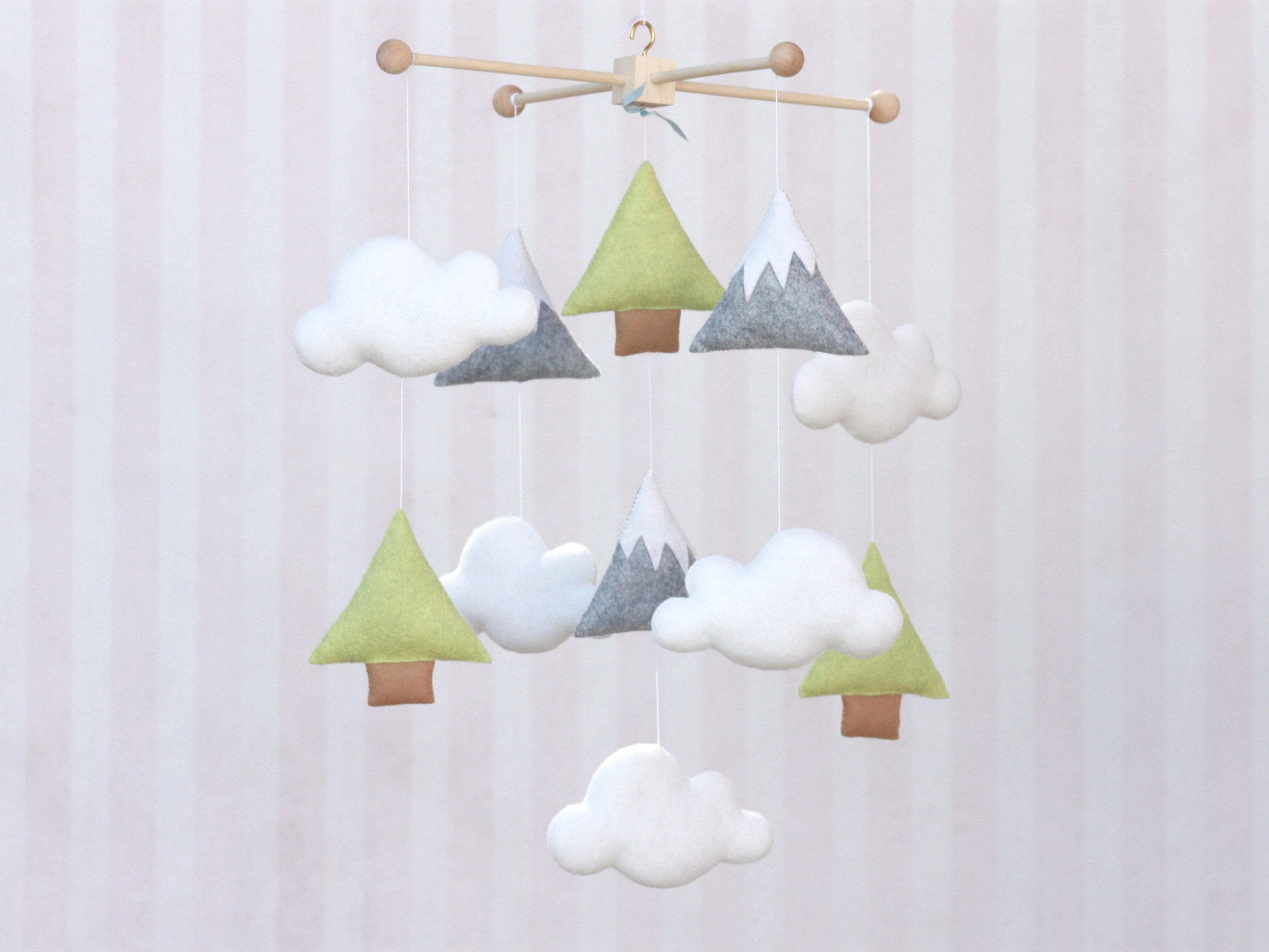 5 Dreamy Cloud Crib Mobiles