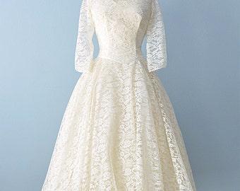 1950s Tea Length Wedding Dress...Beautiful Ivory Lace Tea Length Wedding Dress