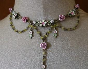 Vintage retro Avon necklace antique bronze, glass beads, enameled daisy flowers, exquisite detail Victorian romantic bridal prom costume