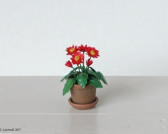 Dollhouse flowers - Red Gerbera Daisies in flower pot with saucer - 1:12 scale miniature (GF108)