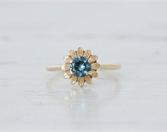 Boho Engagement Ring | Vintage Flower Ring | 1970s Daisy Ring | Dainty Ring | 10k Yellow Gold Ring | Unique Blue Gemstone Ring |Size 6.25