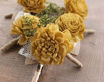 Gold Burlap Leaf Boutonniere, Gold Sola Wood Boutonniere, Rustic Boutonniere, Gold Wedding Boutonniere, Gold Boutonniere, Groom Button Hole