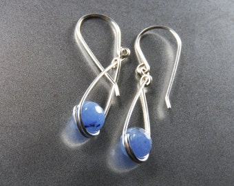 Blue agate earrings. Blue earrings. Silver earrings. Agate dangle earrings. Blue dangle earrings. Silver dangle earrings. Sterling silver.