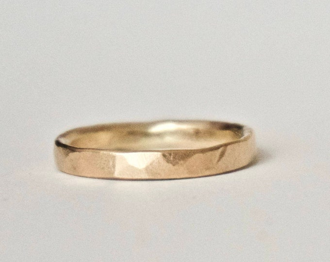 Wedding Band in 9 Carat Gold - Flat Hammered