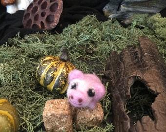 Piglet minature creature, fluffy companion, farm needle felted animal