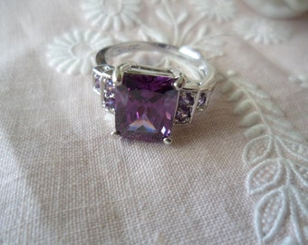 Antique Art Deco vintage White Gold Ring with  Amethyst Lavender stones ring size O