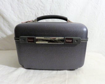 American Tourister Studio 2 Train Case, Navy blue case