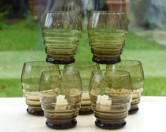 Glas Art Deco. Veel van de 7 glas Art Deco Brown gerookt glas.