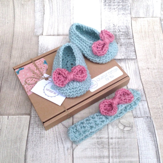 Baby bow booties, Crochet headband, Girls set, Baby shower gift,Duck egg blue, Pink, Bow shoes, Infant shoes and matching headband, newborn