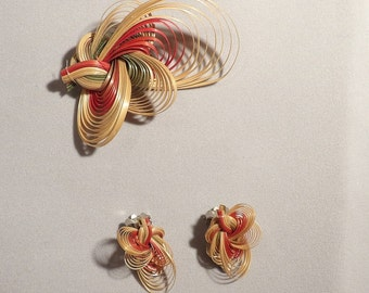 Vintage coloured straw quilled brooch and earring set