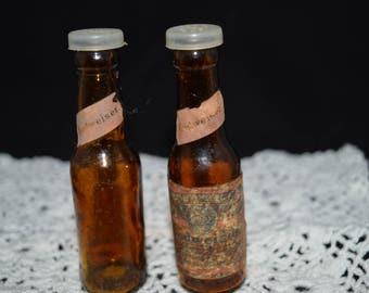 Budweiser / beer bottle / salt and pepper / shakers / vintage salt and pepper / Budweiser salt and pepper / beer salt and pepper / vintage