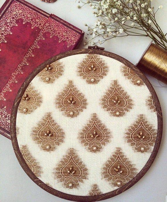 Répéter le Motif de brocart de tissu avec des perles