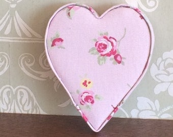 Hanging fabric heart, Valentines gift, Wedding decor, floral heart, girls nursery decor, thank you gift, bridesmaid gift, home decor, UK