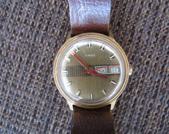 Vintage 1975 Timex Day Date Mechanical Watch Wind Up Red Hands Free Shipping