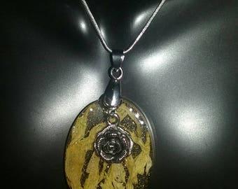 Flower power pendant