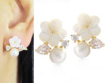 Swarovski Pearl Clip On Earrings  20E  White Floral Wedding clip-on earrings Crystal Gold Bridal Clip on earrings Non Pierced Earrings