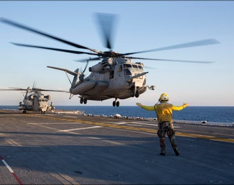 16x24 Poster; Ch-53E Super Stallion Helicopter Uss Kearsarge (Lhd 3)