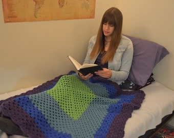 Granny square lap throw