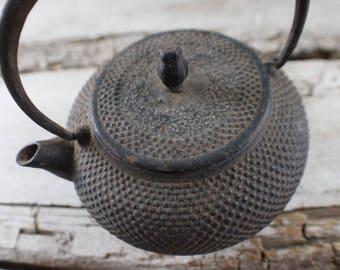 Tetsubin, cast iron tea pot, tea kettle, Vintage/Antique, hand crafted Japanese tea pot, nanbu TETSUBIN  small tea pot, home decor