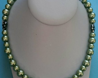 Green Pearl Beaded Necklace