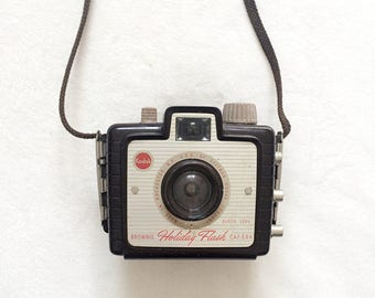 Vintage 1950s Kodak Brownie Holiday Flash Camera | Film Photography