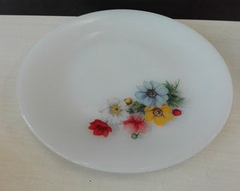 Arcopal flowers, diner plate
