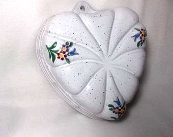 Wall decorative baking pan, heart, East Germany, stoneware (274)