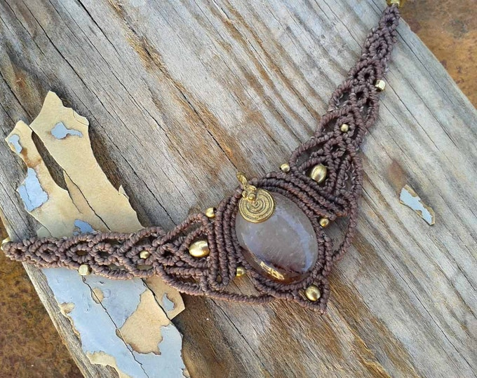 Necklace macramé, with quartz and brass, ethnic jewelry, yoga amulet, stone talisman, mystical jewelry, water resistent, nickel free,