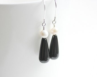 Black teardrop earrings in Sterling silver-Black Onyx and Pearl Earrings -Black Earrings- Jet Black Drop Earrings-Black and White earrings