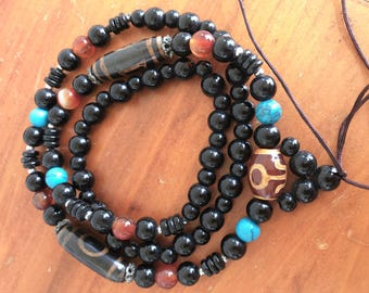 Necklace bracelet mala Buddhist beads agahte and onyx of Tibet
