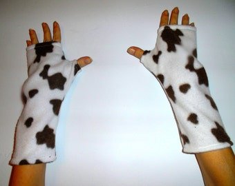 finger less gloves white and brown cow