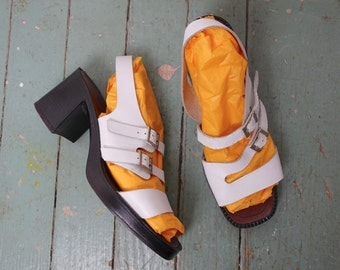 90s Leather Sandals in White- 1990s Chunky Platforms- Size 8.5