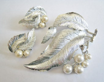 Sarah Coventry Silver Tone Faux Pearl  Pin Set