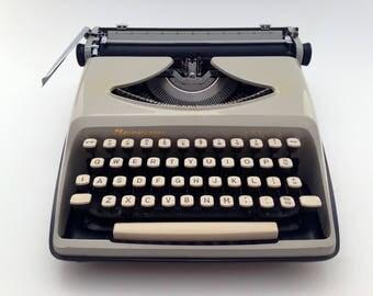 Remington Envoy - Working typewriter - vintage
