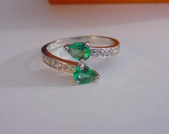 Stunning new sterling silver green cz ring size 10.25