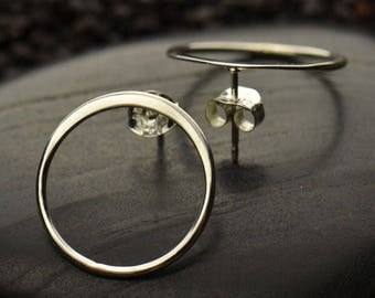 20% OFF SALE! Silver Circle Post Earring. Medium. 925 Silver. Item 060