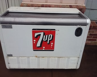 50s 7 Up Cooler True Ventilator bottle vending soda pop beer old school cooler ice box