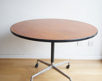 Round dining tableEtsy AU